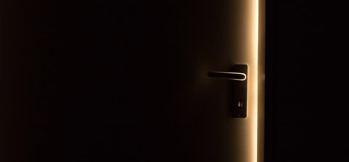 Включить свет, если кто-то вошел